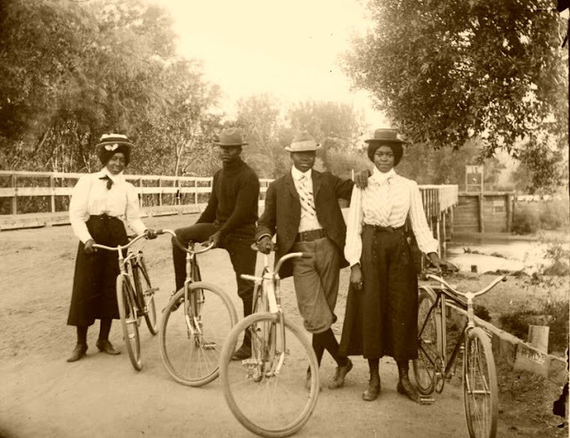 black_victorians_bicycles_1900s